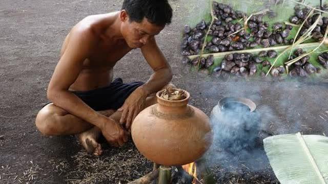 荒野求生:大叔饿了数天,捡到一堆蜗牛,饿疯了直接就煮来吃了