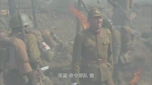 鬼子出动装甲车攻击国军,战士们伤亡惨重,小伙拿炸药干掉装甲车