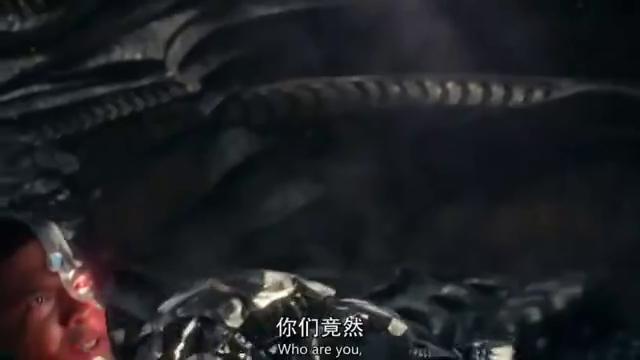 堪比雷神战锤的斧头,竟然被神奇女侠一剑给劈断了,断了!