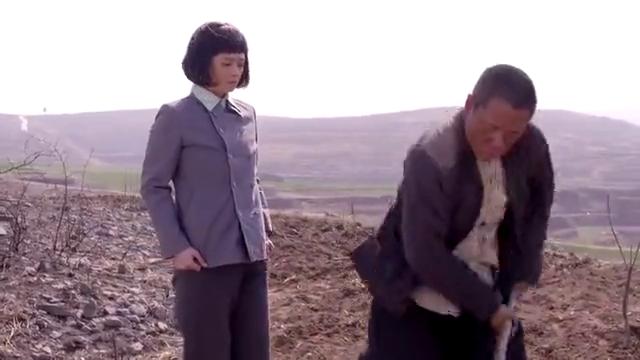 老农民:牛大胆心里难受,不停的刨地,乔月相劝