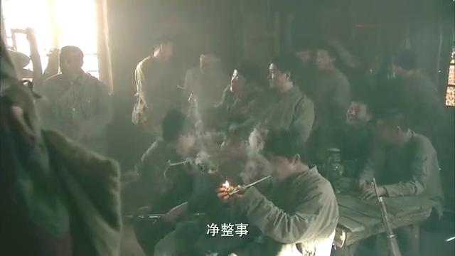 邋遢兵目无纪律,政委怒了,拿着驳壳枪展示自己的枪法
