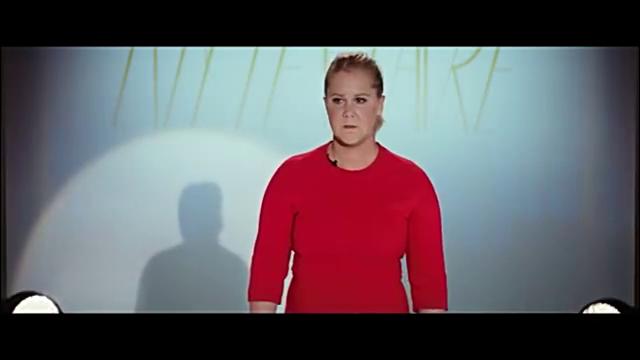 """超大号美人:发布会雷妮救场,英文版""""我就是我,不一样的江湖"""""""