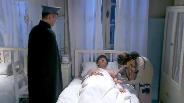 烽火佳人:邵峰为救军械库受伤,表现不错,荣获将军信任