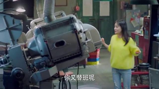 我爱男保姆:陆晴对放映设备好奇,就四处乱动,结果却犯错误了