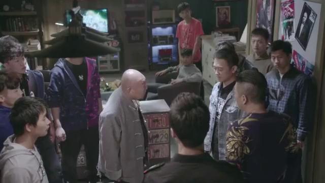 看到冯先进把罗子哥带来了,洪胖子正好找他算账