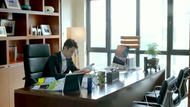 董事长来了个新助理,不料竟是自己女朋友,董事长瞬间乐坏了!
