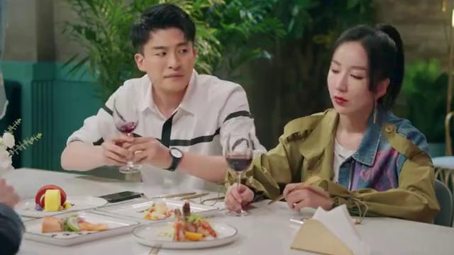 爱情公寓5:吕子乔化身家长替大家敬酒道歉,教科书式点头哈腰!