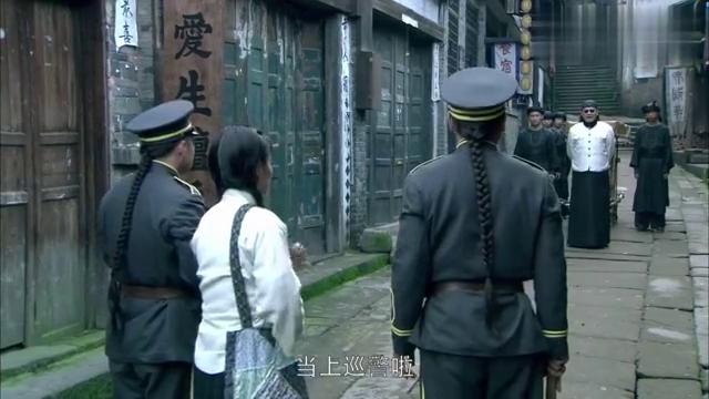 母亲母亲:志宏当街欺负国秀,被史万林拦下来,这可气坏了志宏!
