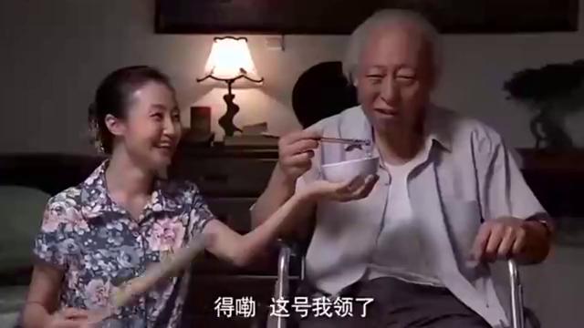 正阳门下: 关大爷回来了,俩人喝酒,突然说起了哥窑八方杯!