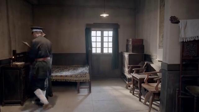 蒋介石又去狱中看望邓演达,两人因国共合作和抗日救亡的问题又发