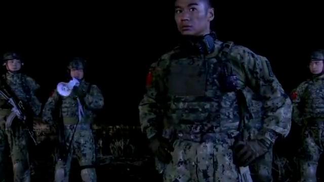 雷战要女兵武装泅渡,就算来例假,也没有例外