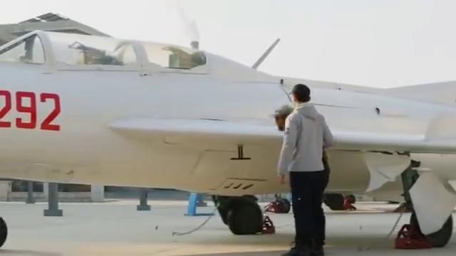 飞行少年:张栋梁带爸爸看了真正的飞机,欣然爸爸却是一脸的心疼