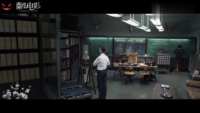 杀破狼:西装暴徒监狱长,简直帅到骨子里了,连抽烟都这么酷!