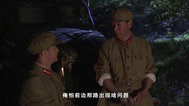 小雷和大山两人准时的把粮食送到军营,营长对此很是感动