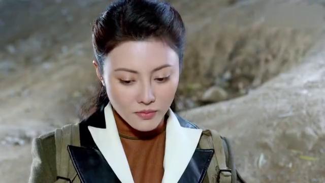 左手劈刀:远鸿骗韩团长回来,自己带领敢死队炸飞机,英雄!