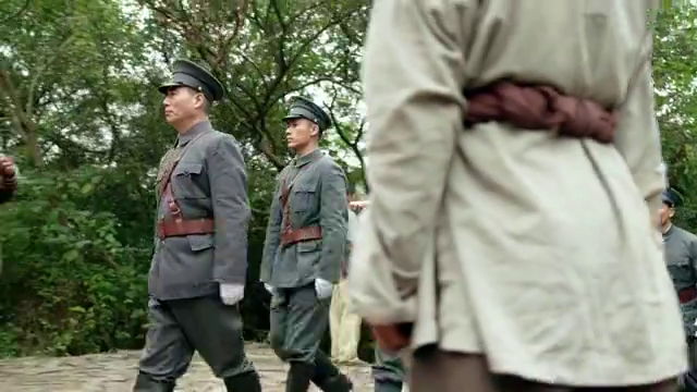 热血军旗:战斗艰难遭遇重大损失,软弱团长偷偷潜逃