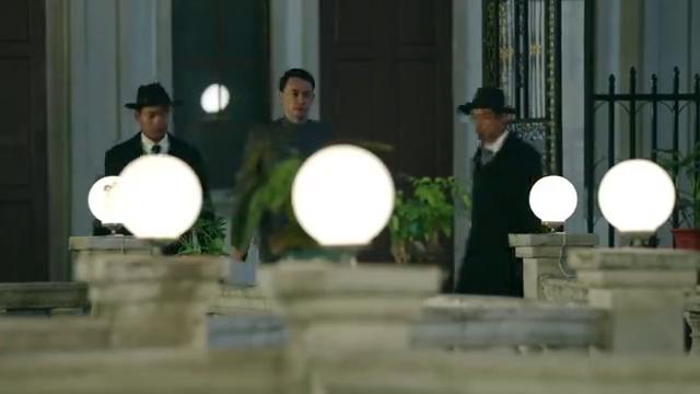 热血军旗:中共党员被杜月笙诱捕,惨遭活埋向蒋介石邀功