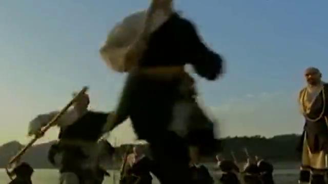 武当:小伙偷看少林棍僧练功,被抓个正着,结果遭棍僧群殴