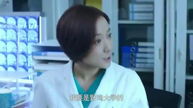 急诊科医生:刘主任刚进办公室,私生女就跑来,原来知道她身份了
