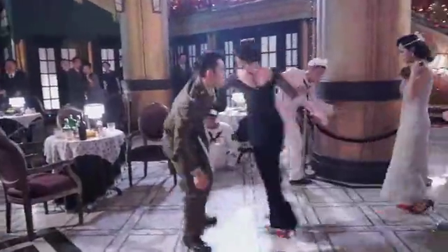 局中人花絮:张一山拍摄英雄救美差点滑倒,对戏小伙被踹崩溃!
