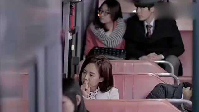 急诊男女:公车上睡着的组长把头靠向了珍熙,珍熙竟没有拒绝