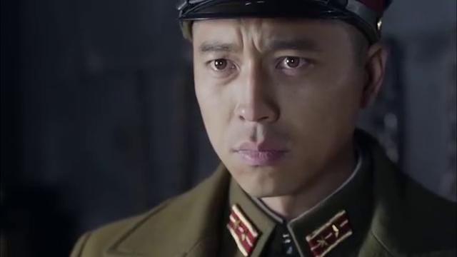 抗日战争鬼子审问汉子,汉子不说军事情报反而讽刺小伙当汉奸