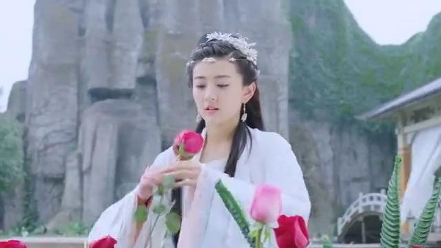 小檀拿玫瑰花见墨连城,结果看到墨连城不认识自己,小檀痛哭!