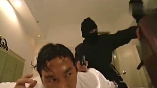 张世豪被抢劫,劫匪走前威胁他,还当场将人打晕