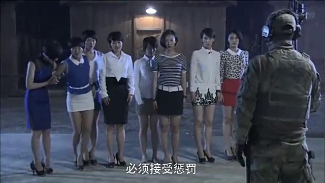 女子特种兵穿着高跟鞋跑越野,女子们不服,还要找教官比试