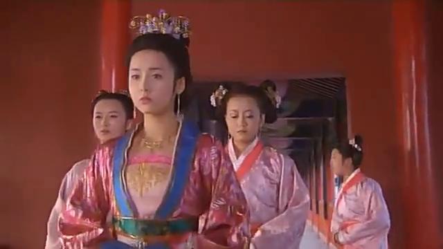 贤妃娘娘被皇上冷落,面容憔悴,被宫女在背后说闲话