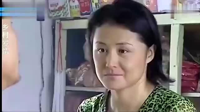 乡村爱情:冤家路窄,刘能赵四在大脚店里吵架,刘能被踹了一脚