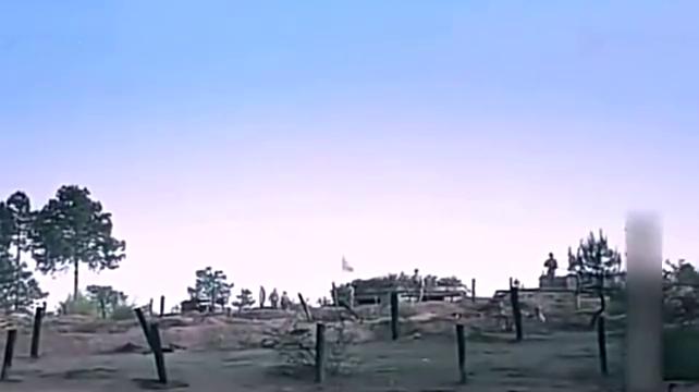 战士侦察鬼子的军事,却发现暗火力点,自己竟在鬼子的暗堡上面