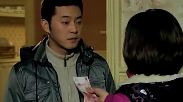 王红霞向王传志道喜,意外发现何琳的箱子,不料农村婆婆笑啦