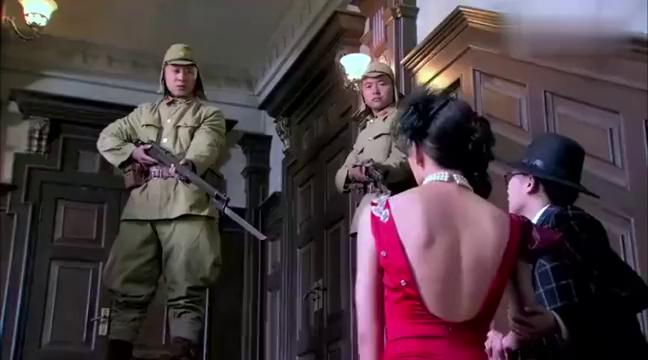 影视:美女乔妆成舞女,绝世身手干掉鬼子军官,夺取机密文件