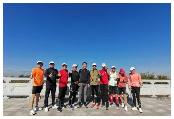北京马拉松线上开跑 鞍山30名跑友家门口参赛