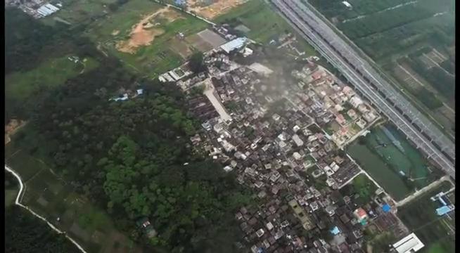 警方决定攻破制毒村开始用无人机侦查,林耀东也察觉到了危险。