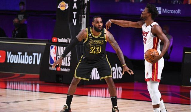 NBA总决赛结束了第2场比赛的争夺,湖人又收获一场大胜,大比分2-0领先