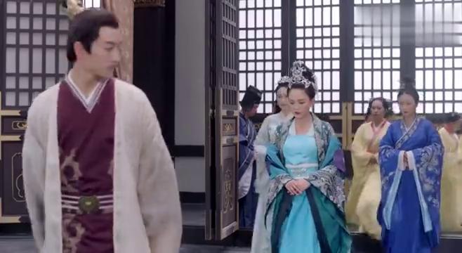 杨坚知道太子竟在东宫夜夜笙歌,气的直接将他罢黜!