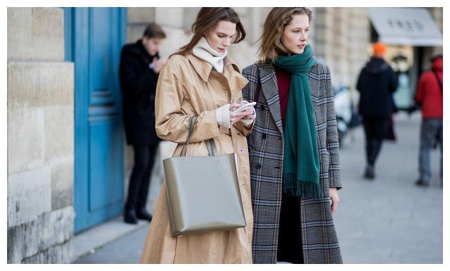 秋冬季的围巾搭配小心机!根据衣服选择对应款式,戴对优雅显气质
