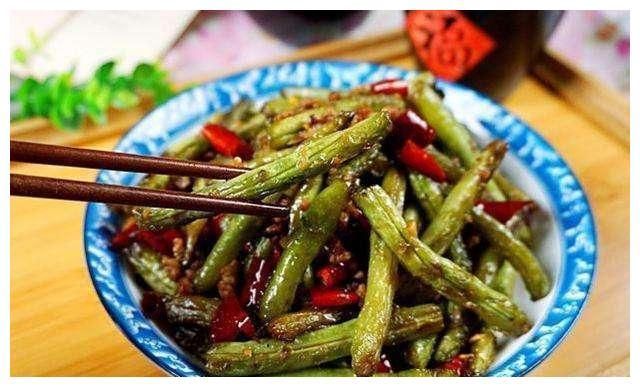 美食推荐:蛤蜊菌菇汤、电饭煲排骨焖饭、浇汁豆腐、干煸豆角做法