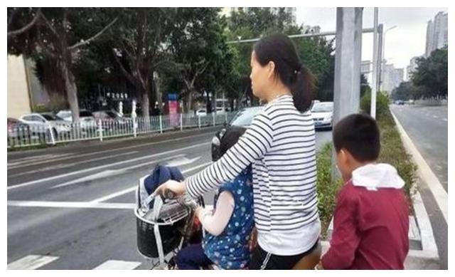 """母亲形象在孩子眼里重要吗?""""时髦""""妈妈和""""邋遢""""妈妈差异明显"""