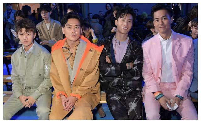 黄宗泽参加时装周,风衣配西装混搭时尚,和任嘉伦同框才知道差异