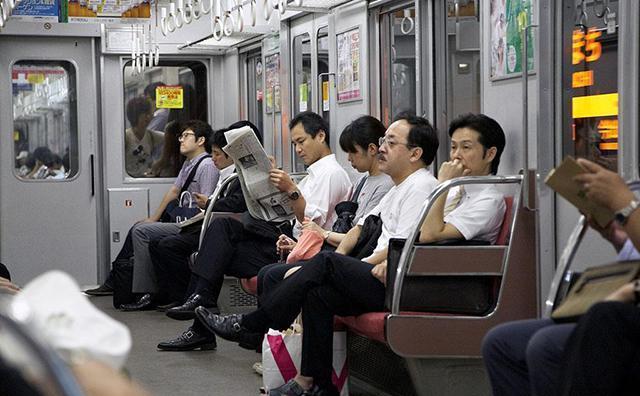 日本社会低欲望的症结:处女率达40%,年轻人住网吧,不想结婚生子