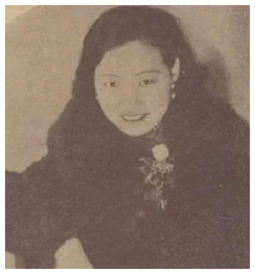 她是上海滩交际花,怀着身孕被丈夫抛弃,生下一女成著名外交官