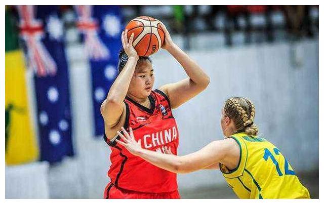 """中国女篮天才球员,身高2米实力超强,球迷称呼其""""大宝贝""""!"""