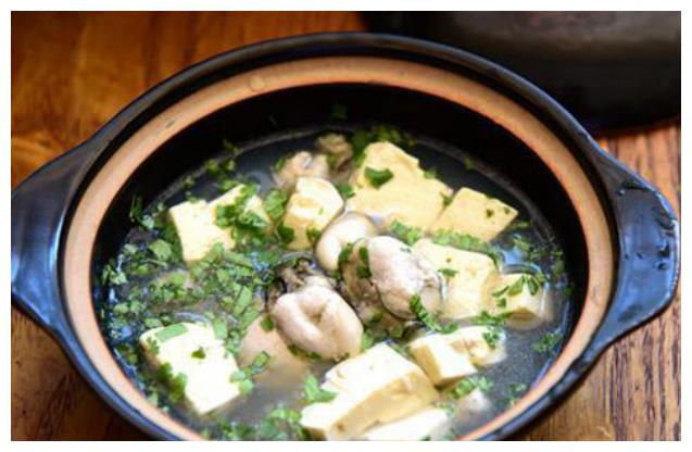 精选美食:牡蛎豆腐汤,煎烧豆腐,腊肠蒜苔炒饭,香菇豆腐汤做法