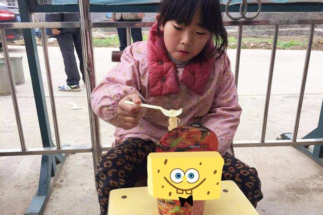 """9岁女儿捂肚子干呕,称养了个""""宝贝"""",医院检查后宝妈后悔不已"""