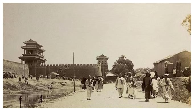 清朝末年英国人拍摄的老照片,图5是圆明园