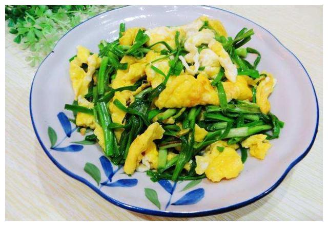 蒜苗炒鸡蛋的简单做法,鲜香多汁,口感超级棒!