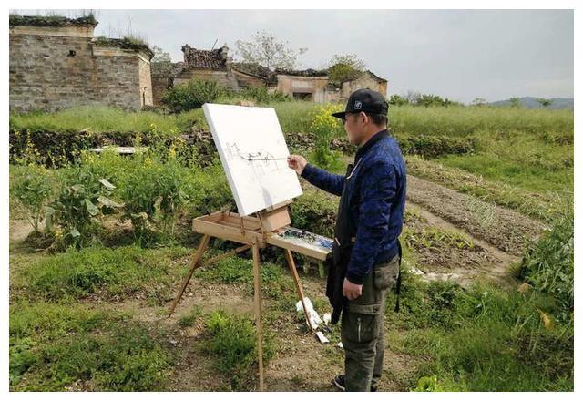 昨天,黎川这个千年古村吸引了多位油画家采风写生